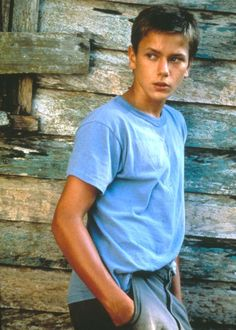 I'm weird but I think River Phoenix looked very handsome as Charlie Fox on The Mosquito Coast River Phoenix, Harison Ford, Mosquito Coast, Peter Weir, Joaquin Phoenix, Thing 1, Keanu Reeves, Burton Snowboards, Stand By Me