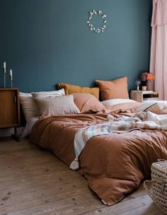 64 Ideas For Bedroom Green Pink Bedding Peach Bedroom, Blue Bedroom Decor, Bedroom Orange, Green Bedroom Walls, Bedroom Ideas, Warm Bedroom Colors, Home Bedroom Design, Condo Bedroom, Blue Home Decor