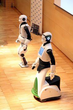 #REEM C y Laia en su presentación en Cosmocaixa #robots #humanoides #tecnologia #robotica #Tecnonauta