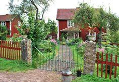 Här i Vimmerbytrakterna vilmlar det av Astrid Lindgren. Astrid Lindgrens värld inne i Vimmerby, Katthult som ligger vid Gibberyd och Bullerbyn i Sevedstorp. Miljöerna är väl valda för filmerna och…