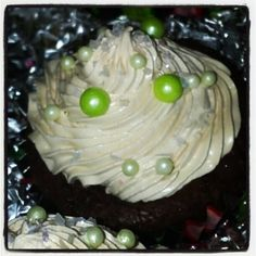 Spicy Chocolate cupcake with cinnamon cream filling and cinnamon swiss meringue butter-cream. This is one of my absolute favorites! Photo by crystaldesignstudio Cupcake Tutorial, Swiss Meringue Buttercream, Chocolate Cupcakes, Frosting, Cinnamon, Spicy, Crystals, Instagram Posts, Desserts