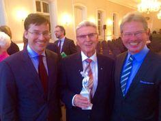 Dr. Eckernkamp (mi.) mit dem Ehrenpreis des Bayr. Ministerpräsidenten