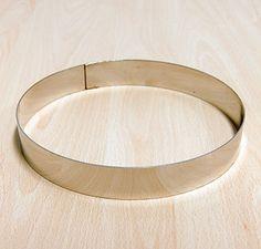 Forma per SEMIFREDDI E TORTE. Disponibile in varie misure, anche su richiesta, in varianti di diametro e altezza. MATERIALE: acciaio inox. PROPRIETÀ: semplice da pulire, estrema durata. A norma di legge.