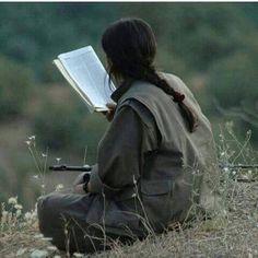Kurdish girl,gerila, #kurdistan Women Freedom Fighters, Book Flowers, Outdoor Girls, Like A Rock, Brave Girl, Female Fighter, Female Soldier, Military Women, Woman Reading