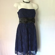 Navy & black strapless dress 🍁 🎉H.P. Black and navy blue strapless lace dress, perfect for Homecoming, parties and special events. Speechless size 11. Speechless Dresses Prom