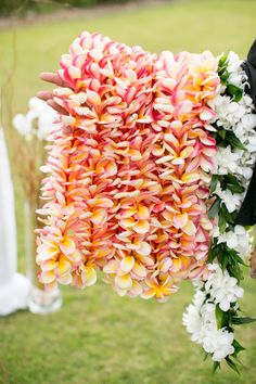 You simply cannot have a wedding in Hawaii without #leis {Joanna Tano Photography}