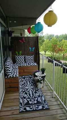 Amazing Small Balcony Ideas To Make Your Apartment Look Great. If you are looking for Small Balcony Ideas To Make Your Apartment Look Great, You come to the right place. Small Balcony Design, Tiny Balcony, Small Balcony Decor, Porch And Balcony, Small Patio, Balcony Ideas, Small Balconies, Narrow Balcony, Balcony Railing