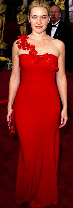 Kate Winslet wore a  scarlet Ben de Lisi gown at the  Oscars 2002.