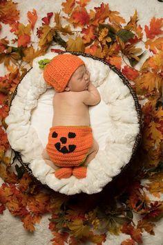 Fall Newborn Pictures, Halloween Baby Pictures, Fall Baby Pictures, Baby Boy Photos, Fall Newborn Photography, Newborn Halloween, Foto Baby, Baby Kind, Baby Boy Newborn