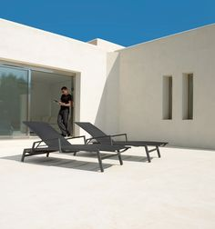 The Gloster Azore Lounge Collection. #outdoorfurniture #gloster #curran #design #interiordesign #loungechairs