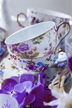 Perfect for a sweet floral infusion        #teacups #teaart