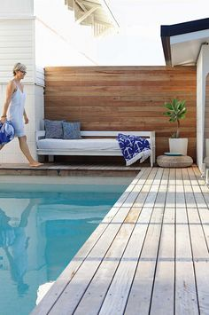 45 Incredible Wooden Deck Design Ideas For Outdoor Swimming Pool 0441 Wooden Pool Deck, Wooden Decks, Decks Around Pools, Pool Decks, Pool Fence, Swimming Pool Landscaping, Outdoor Swimming Pool, Landscaping Ideas, Mulch Landscaping