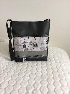 Sac bandoulière en simili cuir noir et tissu imprimé dame de Paris : Sacs bandoulière par l-etoile-de-jade