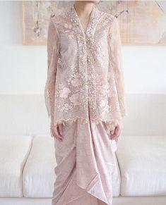 Kebaya Modern Hijab, Dress Brokat Modern, Kebaya Hijab, Kebaya Muslim, Kebaya Lace, Kebaya Dress, Batik Kebaya, Kebaya Pink, Muslim Fashion