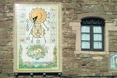 Rellotge de sol a la rectoria de l'església de Santa Maria de l'Estany.
