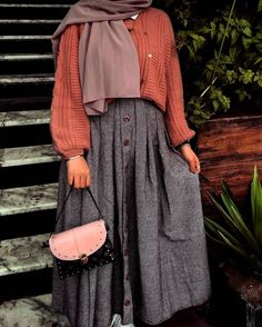 Genç Tesettür Modern Hijab Fashion, Muslim Fashion, Modest Fashion, Fashion Outfits, Casual Hijab Outfit, Hijab Chic, Hijab Dress, Modest Wear, Modest Outfits