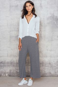 It`s time to get your Comfy stylish culottes. The culotte pants by NA-KD is made in soft material features pockets, wide legs, elastic waistband with flattering high waist. Match it up with white sneakers and a grey matching top.