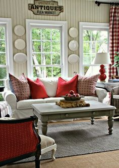 Savvy Southern Style: A Change of Colors in the Sun Room. {Home Décor Red Design Decorating Ideas Pillows Cushions Living} Living Room Red, Home And Living, Living Room Decor, Simple Living, Cozy Living, Kitchen Living, Modern Living, Kitchen Decor, Bedroom Decor
