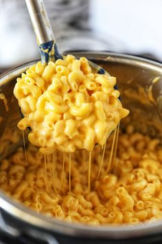 Instant Pot Mac and Cheese Instant Pot Mac and Cheese - No. 2 Pencil<br> Instant Pot Mac and Cheese - creamy, cheesy and perfectly cooked every time! This Instant Pot Macaroni and Cheese is out of this world! Best Instant Pot Recipe, Instant Recipes, Instant Pot Dinner Recipes, Best Mac N Cheese Recipe, Best Mac And Cheese, Mac Cheese Recipes, Mac And Cheese Receta, Instant Pot Mac And Cheese Recipe, Instant Pot Pressure Cooker