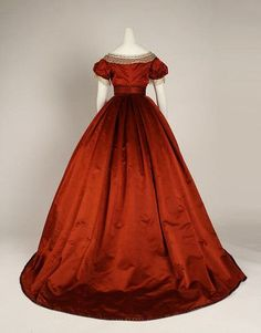 """The Metropolitan Museum of Art. """"From Queen To Empress: Victorian Dress December of Costume Art. """"Color Through The Decades & Costumes and Accessories Worn by Queen Alexandra of England,"""" February 1941 1800s Fashion, Victorian Fashion, Vintage Fashion, Victorian Dresses, Victorian Era, Vintage Style, Vintage Gowns, Vintage Outfits, Corsage"""