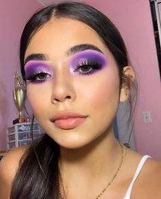"21 Stunning Makeup Looks for Green Eyes History of eye makeup ""Eye care"", in other Purple Eye Makeup, Makeup Eye Looks, Eye Makeup Art, Colorful Eye Makeup, Cute Makeup, Glam Makeup, Gorgeous Makeup, Pretty Makeup, Skin Makeup"