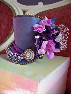 Art TwoBackFlats: Mini Top Hat - A Midsummer Nights Dream hats-hats-hats-haberdashery-by-two-back-flats Steampunk Top Hat, Steampunk Costume, Steampunk Fashion, Steampunk Necklace, Steampunk Clothing, Gothic Steampunk, Sombreros Fascinator, Fascinator Hats, Fascinators