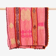 A gorgeous Peruvian rug in pink + orange tones. We especially love the scalloped border on this beauty!