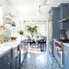 Alright-am I the only one COMPLETELY obsessed with blue kitchens?? If you're not feeling the blue-what's your favourite colour to bring into a kitchen or dining space? • • • • #interiordesign #interior #design #home #inspiration #homeinspo #designlovers #interiorstyle #instadesign #style #designideas #designinspo #homedecor #realestate #homeinspo #welldressedhouse #kitchenideas #kitcheninspo #kitchendesign #bedroomideas #bedroominspo #bedroomdesign #bathroominspo #bathroomdesign…