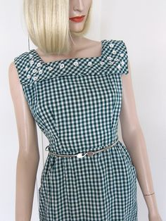 Gingham Dress...would love to find  a similar pattern...lose the collar, love the pockets