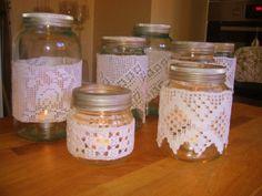 Norgesglass lykter, der har eg lima rundt med lim med gammal hekler-bånd som min bestemor har hekla tel. Ble jo flott lykter;)