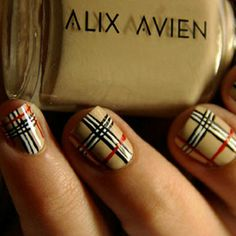 Plaid finger nails :) looks like Burberry nails! Get Nails, Fancy Nails, Love Nails, How To Do Nails, Pretty Nails, Hair And Nails, Bling Nails, Plaid Nail Designs, Plaid Nail Art