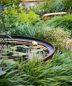 Garden pond ideas – create a hypnotic water feature that's just your style - Garden pond ideas – create a hypnotic water feature that's just your style Source by - Modern Water Feature, Small Water Features, Water Features In The Garden, Ideas Estanque, Pond Ideas, Modern Pond, Raised Pond, Garden Pond Design, Landscape Design