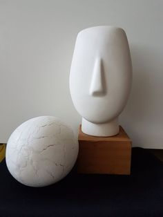 """Nu in de veilingen: Minimalist White Head Sculpture and Crackled egg scuplture with """"eggshell"""" finish Sculpture Museum, Sculpture Clay, Green Suit Men, Scale Art, Pottery Making, Picture Tattoos, Art Forms, Sculpting, Glass Art"""