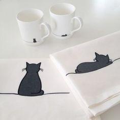 Sitting Cat and Sleeping Cat Tea