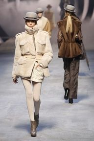 Hermes  women's ready-to-wear Winter Fashion show. Cozy up!