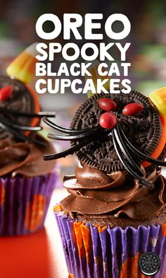 Treat your party guests and kids with these creative OREO Spooky Black Cat Cupcakes. Oreo Treats, Oreo Desserts, Oreo Cookies, Cat Cupcakes, Sweet Cupcakes, Halloween Cupcakes, Halloween Cat, Halloween Treats, Lava Cakes