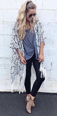 Skinny jeans booties and a long kimono - cute spring outfit idea