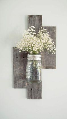 Wanddeko aus Holz diy wanddeko holzpaletten vase zimmerblumen