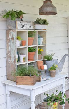 Build a shed on a weekend - Plans - Farmhouse Style Potting Bench Build a Shed on a Weekend - Our plans include complete step-by-step details. If you are a first time builder trying to figure out how to build a shed, you are in the right place! Potting Bench Plans, Potting Tables, Potting Sheds, Farmhouse Outdoor Decor, Farmhouse Garden, Farmhouse Style, Farmhouse Windows, Outdoor Table Decor, Bench Decor