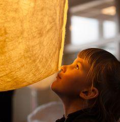 Vilt aan Zee bedenkt en creëert handgemaakte eco design producten. De collectie bestaat uit handgemaakte lampen en panelen die de akoestiek verbeteren. Al onze producten zijn duurzaam en handgemaakt in Den Haag