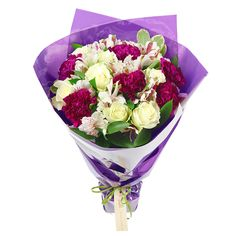 Our stylish roses gathered together with alstroemeria and purple carnations reveal the real beauty of nature. Flowers By Post, Cheap Flowers, Summer Flowers, Fresh Flowers, Colorful Flowers, Early May Bank Holiday, Purple Carnations, Same Day Flower Delivery, Flowers Delivered