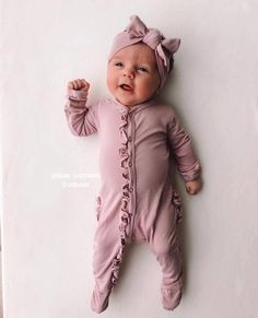 Baby clothes should be selected according to what? How to wash baby clothes? What should be considered when choosing baby clothes in shopping? Baby clothes should be selected according to … So Cute Baby, Baby Kind, Cute Baby Clothes, Cute Kids, Cute Babies, Cute Baby Stuff, Baby Girl Fashion, Kids Fashion, Toddler Fashion