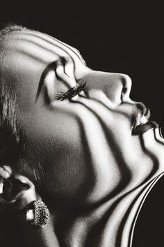Ideas black and white photography shadows film noir Portrait Girl, Foto Portrait, Photos D'ombre, Paris Photos, Creative Photography, Portrait Photography, Photography Ideas, Profile Photography, Fashion Photography