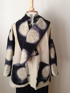 Jacket designed by Leslie Gelber using Diane Ericson's 'Snapdragon' pattern. Hand dyed wool crepe fabric, hand stitched.