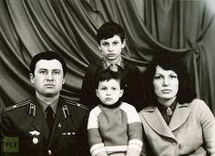 The family photo from the Klitschko archive: father Vladimir Rodionovich Klitschko (heart), mother Nadezhda Ulianovna Klitschko (R) and their two sons.