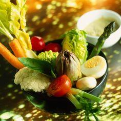 Découvrez la recette anchoïade pour légumes crus sur cuisineactuelle.fr.