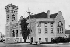 First Congregational Church, Vancouver, Wa., corner of 14th and Main. The church was razed to make way for a new branch of First Independent Bank in 1960.