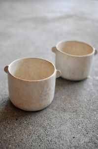 Ceramic cups with tiny handles Ceramic Studio, Ceramic Clay, Ceramic Pottery, Pottery Art, Slab Pottery, Thrown Pottery, Japanese Ceramics, Japanese Pottery, Keramik Design