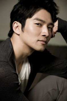 He played a small part in Sungkyunkwan Scandal but he was hard to miss.  Joo Ah Sung