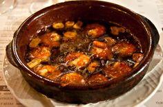 Gambas al Pil Pil (grote garnalen in chili-knoflook olie)